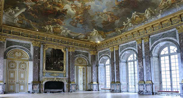 Don 39 t miss in the palace welcome to the palace of versailles for Salon versailles