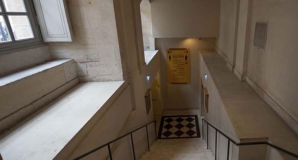 toilette sous escalier affordable toilettes sous escaliers recherche google escaliers pinterest. Black Bedroom Furniture Sets. Home Design Ideas