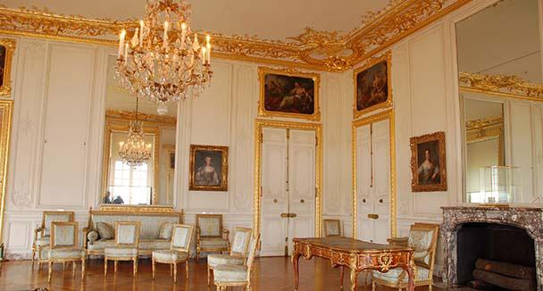 Ch teau de palace of versailles furniture - Cabinet mansart versailles ...
