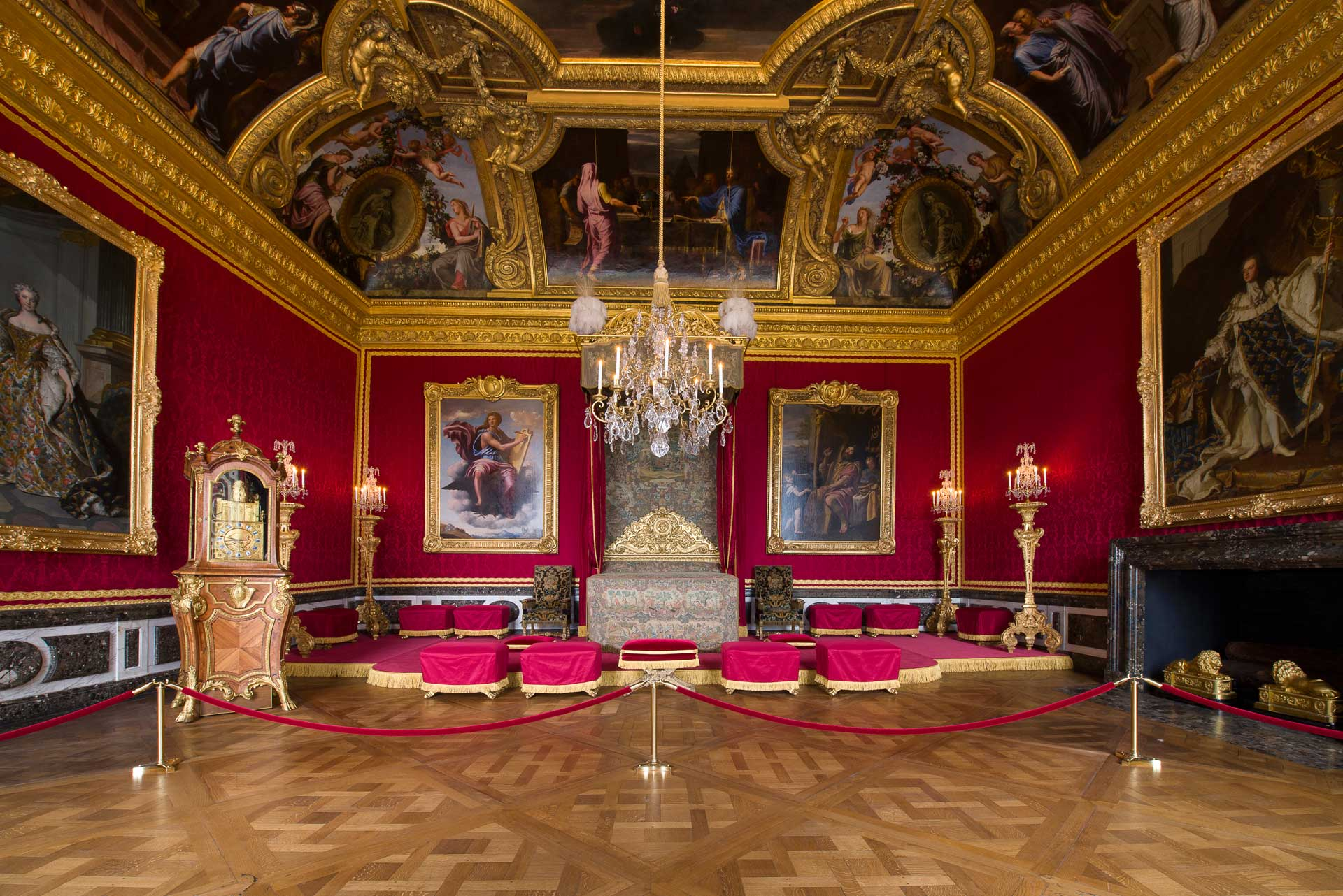 It was in this room that the mortal remains of Louis XIV lay in state from  02 to 10 September 1715. 0d9fb80bc0