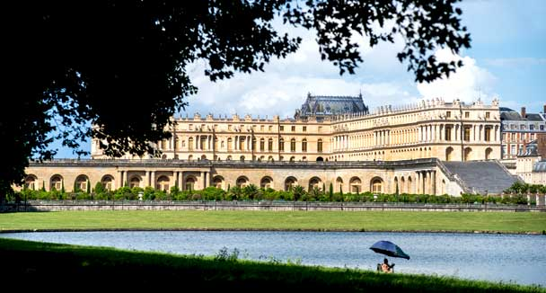 'The Park' from the web at 'http://bienvenue.chateauversailles.fr/uploads/zone/acadb633c4abd0055f1d220d896f43c4894298af.jpg'